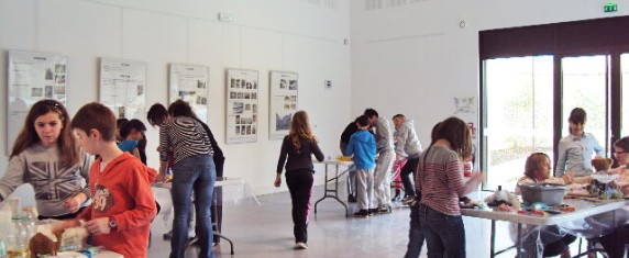 Enfants participant à un atelier Touchatou